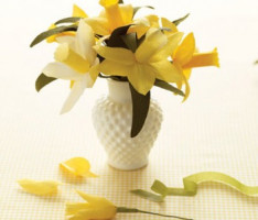 Как сделать цветы из бумаги?